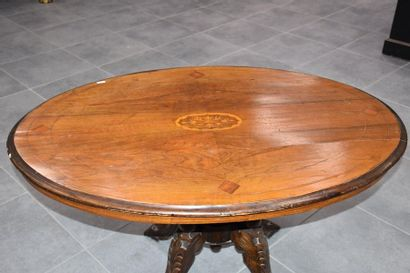 Oval pedestal table with inlaid decoration. 19th century period. 105 X 75 CM.