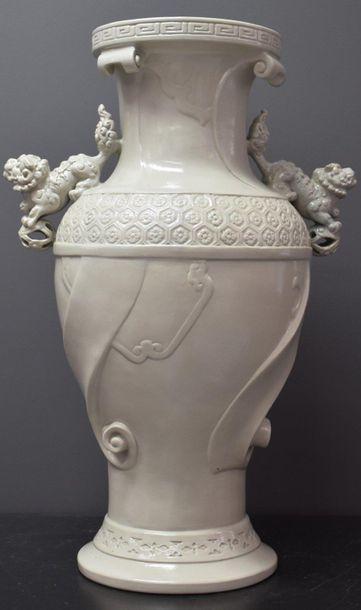 Vase chinoisant en grès émaillé, travail...