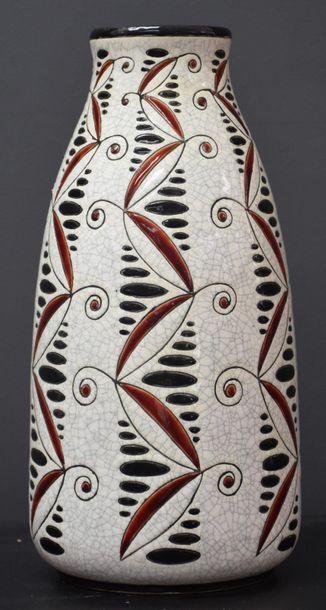 Vase boch keramis à décor moderniste . Signé...