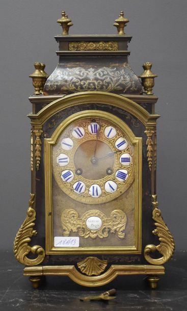 Cartel de style Louis XIV incrusté de laiton,...