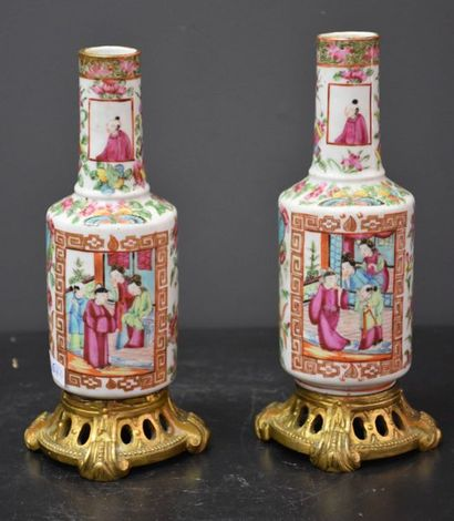 Paire de vases soliflores en porcelaine de...
