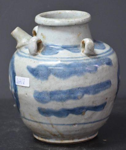 Vase en porcelaine de Chine façon chevrette...