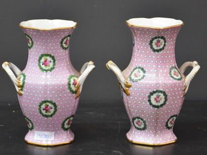 Paire de vases en porcelaine de Sèvres sur...