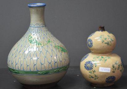 Lot de 2 vases Japon XIX ème siècle . Eclat...