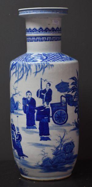 Vase rouleau en porcelaine de Chine , scènes...