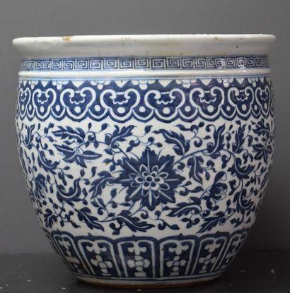 Aquarium blanc bleu en porcelaine de Chine...