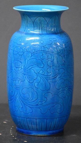 Vase en porcelaine de Chine céladon turquoise...