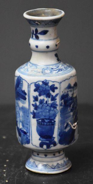 Vase Chine blanc/bleu de forme hexagonale...