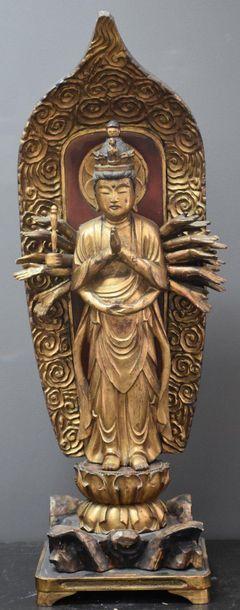 Divinité sur fleurs de lotus en bois sculpté...