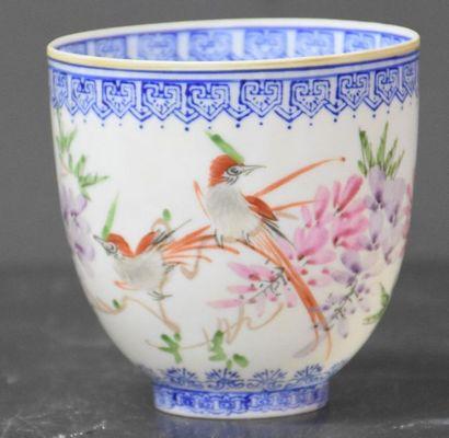 Bol en porcelaine de Chine décoré d'oiseaux...