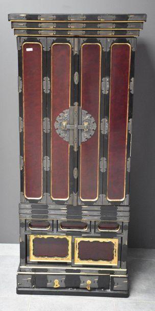 Butsudan, Japon XIX ème siècle . Ht 152 cm...