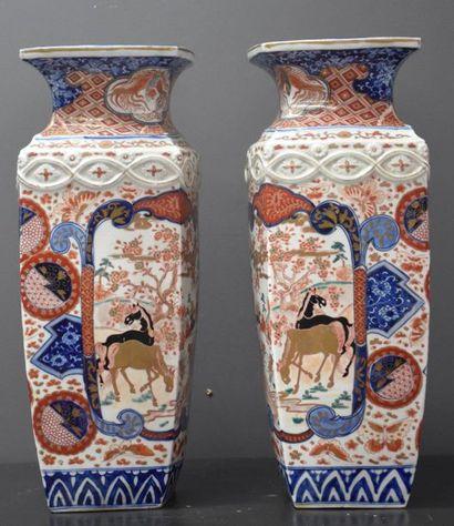 Paire de vases en porcelaine Imari Japon...