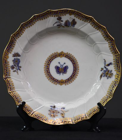 Rare assiette en porcelaine de Tournai à...