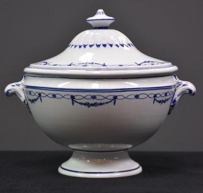 Soupière en porcelaine de Tournai à décor...