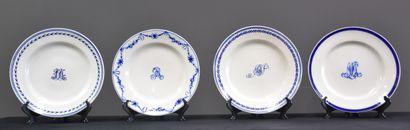 Lot de 4 assiettes en porcelaine de Tournai...