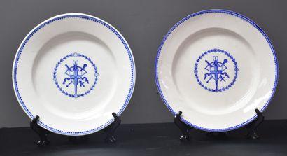 Deux assiettes en porcelaine de Tournai à...