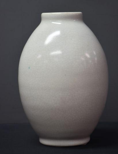 Vase Boch Kéramis en grès monochrome craquelé...