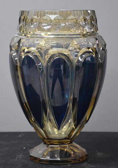 Rare vase art déco en cristal taillé topaze...