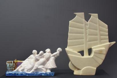 Lot de deux craquelés art déco dont un voilier...