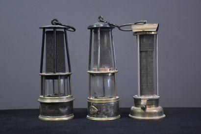 Lot de trois lampes de mineur.
