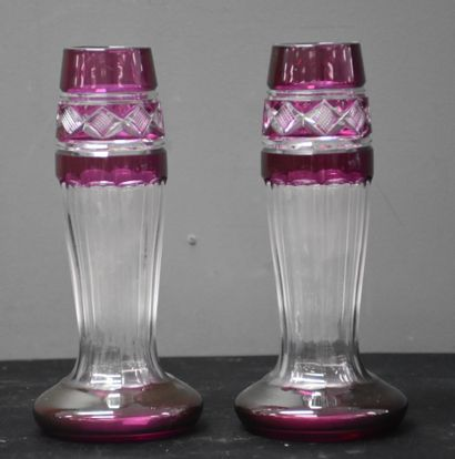 A pair of cut crystal soliflores from Val Saint Lambert. Height : 19,5 cm.