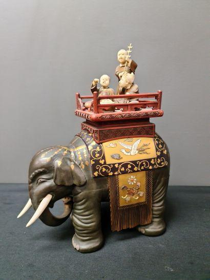 Boîte à thé en bois, ivoire et laque du Japon...