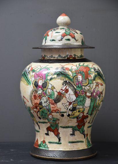 Potiche en porcelaine de Nankin. Ht : 45...