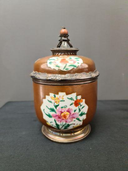 Sucrier en porcelaine de Chine XVIII ème,...