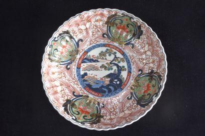 Plat en porcelaine Imari Japon. Ø : 30 c...