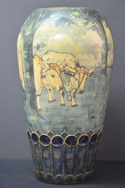 Vase en porcelaine Amphora époque art nouveau....