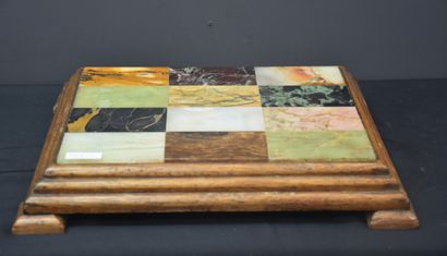 Under plate with a marble color chart. End of the 19th century.