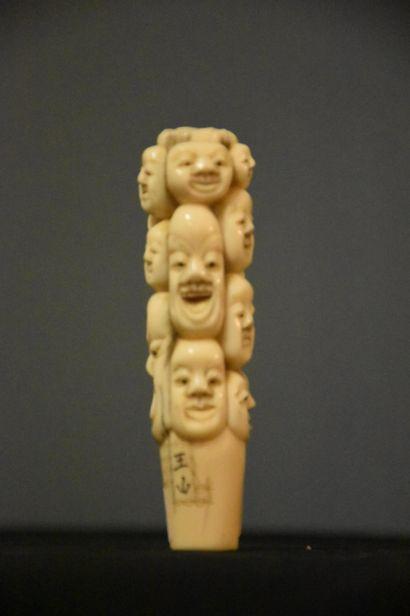 Manche d'ombrelle signé en ivoire a décor...
