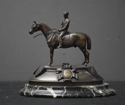 Bronze équestre vers 1930. Trophée d'epsom...