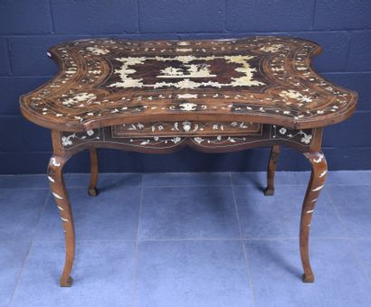 Table italienne en bois de placage et marqueterie...