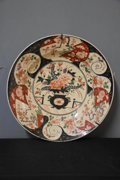 Important plat ancien en porcelaine Imari....