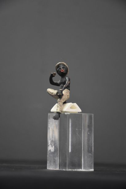 Small African smoker in bronze from Vienna (missing pipe). Height : 7 cm.