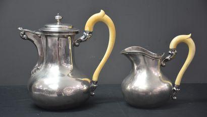 Cafetière marabout et pot à lait en argent massif avec manche en ivoire. Poinçons...