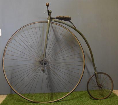 Vélo grand bi vers 1900. Cet exemplaire a...