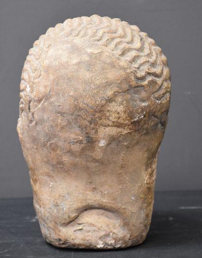 Buste en pierre d'époque Romane, moine en dévotion. Ht : 23 cm.