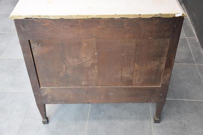 Commode en placage d'acajou de style Louis XVI, travail français vers 1800. Ht :...