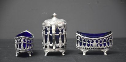 Salt/pepper and mustard pot in solid silver, blue crystal (small accidents to the...
