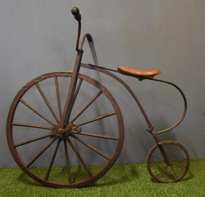 Vélo ancien petit bi. A restaurer.