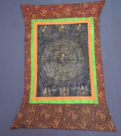 Tangka Tibétain Dimensions : 104 x 62 cm...