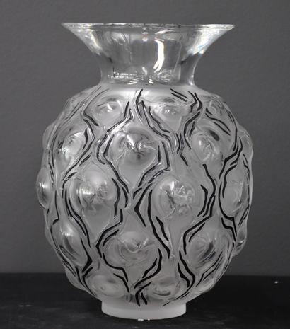 Lalique. Vase Epine. Cristal incolore. Emaillé...