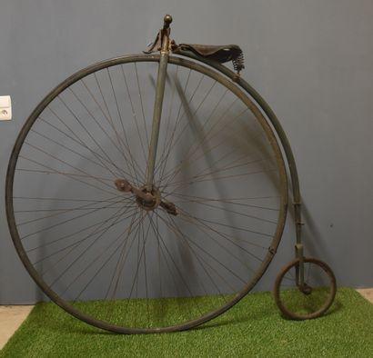 Vélo grand bi vers 1900. A restaurer.