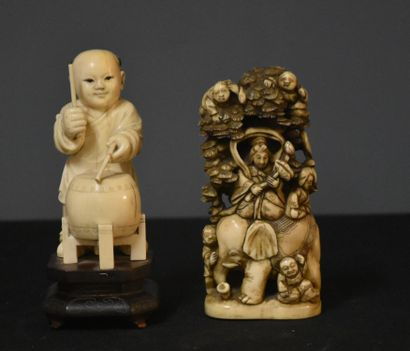 Lot of two Chinese and Japanese ivory sculptures circa 1900 Ht : 12 and 13 cm. Small...