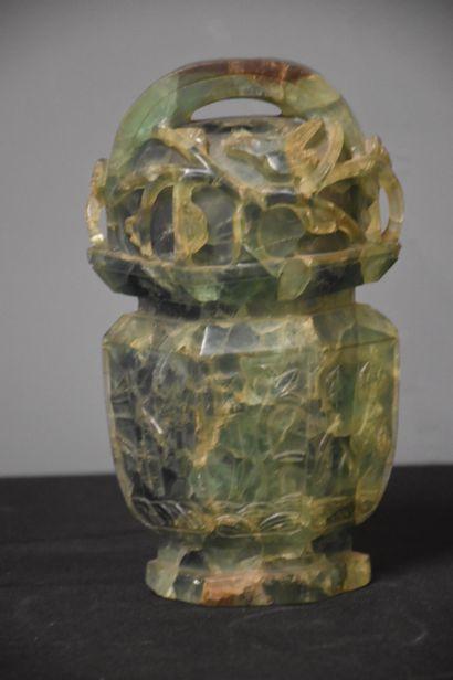 Pot en jade couvert d'une seule pièce. Chine...