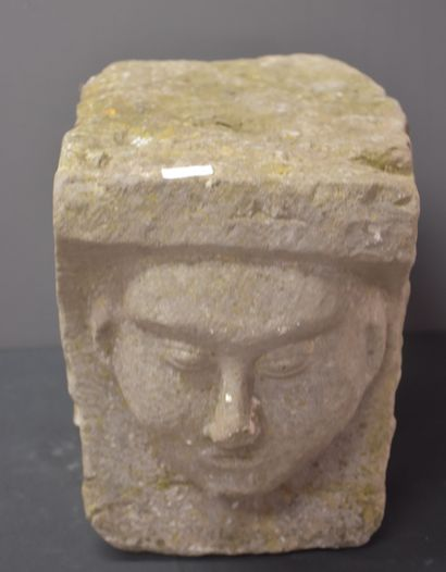 Architectural stone carved with a monk's face. Gothic period. Height : 28 cm. Depth...