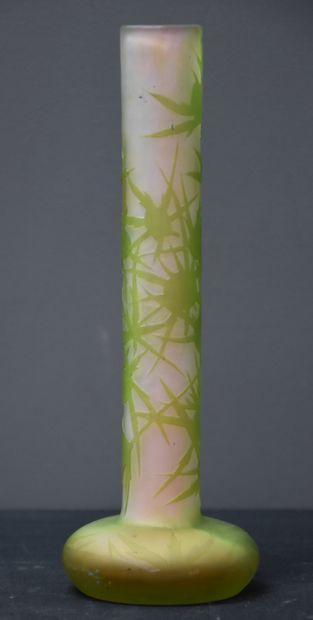 Vase Gallé à décor végétal multicouches et...
