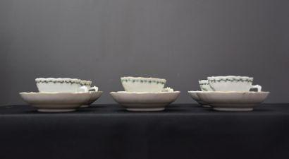 Lot de 6 tasses et sous-tasses en porcelaine...